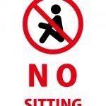 英語の座ることを禁止する注意貼り紙テンプレート