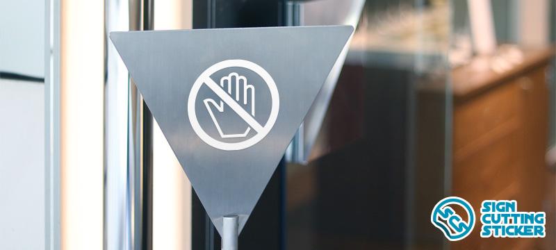 触るな禁止マークプレート